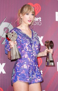 Taylor Swift she is a singer, songwriter and actress : who made her debut in the music industry in 2006 Long Live Taylor Swift, Taylor Swift Hot, Taylor Swift Style, Taylor Swift Pictures, Taylor Swift Wallpaper, Beyonce, Rihanna, Kristina Webb, Female Singers