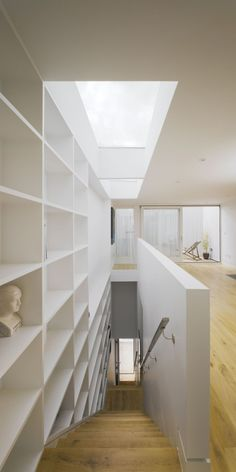 This modern home in Dublin, Ireland was designed by ODOS architects. It was named Best House in the 2009 Irish Architecture Awards. Interior Stairs, Interior And Exterior, Interior Design, Interior Decorating, Architecture Awards, Interior Architecture, Contemporary Architecture, Wall Bookshelves, Bookcases
