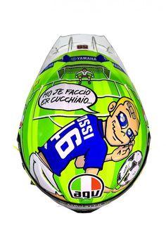valentino rossi new helmet Motogp Valentino Rossi, Valentino Rossi 2017, Valentino Rossi Helmet, Motorcycle Racers, Motorcycle Helmets, Ducati, Yamaha, Agv Helmets, Nicky Hayden