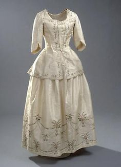 Pet-en-l'air of Chinese silk with matching petticoat, belonged to Baroness Iseli. National Museum of Denmark