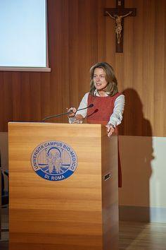 Aldo Cazzullo, alla presenza del Ministro della Salute Beatrice Lorenzin, presenta il suo ultimo libro.