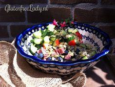 Summer salad: cucumber, tomato, avocado, blueberries, Spanish sausage, lemon juice, sunflower and pumpkin seeds! http://glutenfreelady.nl/