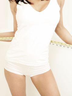Ob wir schlank sind oder nicht, hängt von Darmbakterien ab. Prof. Dr. Michaela Axt-Gadermann verrät, wie die Darmflora das Abnehmen