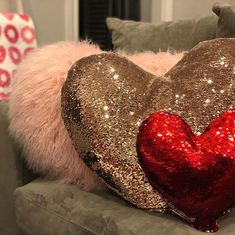 Here you'll find 23 Valentine's Day decorations and ideas - there are DIY projects, subtle decor ideas and decorations for those who love to go all out. Valentine Special, Be My Valentine, Living Room Decor Next, Photo Booth Background, Valentine's Day 2018, Heart Cushion, Wall Ornaments, You Are Cute, Pink Candles
