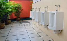 Férfiak Outdoor nyilvános WC helyiség — Stock Kép #39818551