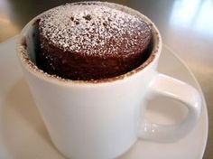 Fulfill your craving for chocolate cake easily by making one of these delicious microwave cakes. This page contains recipes for making a five minute chocolate mug cake. Microwave Chocolate Cakes, Microwave Cake, Chocolate Mug Cakes, Coconut Chocolate, Chocolate Chips, Cooking Chocolate, Hot Chocolate, Chocolate Cake In A Cup Recipe, Easy Cake In A Cup Recipe