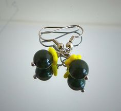 Yellow green earrings yellow flower Czech glass green door deBATjes