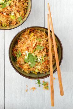 Simple comme des vermicelles de riz sautés au poulet Healthy Breakfast Recipes, Healthy Recipes, Asian Recipes, Ethnic Recipes, Tasty, Yummy Food, Poke Bowl, Street Food, Food Videos