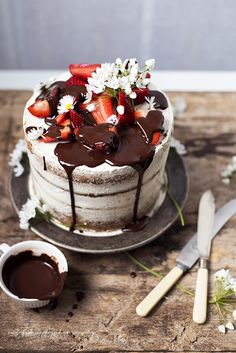 strawberry and yogurt layer cake with dark chocolate glaze . strawberry and yogurt layer cake with dark chocolate glaze . Best Cake Recipes, Cupcake Recipes, Dessert Recipes, Cupcakes, Cupcake Cakes, Gateaux Cake, Classic Cake, Drip Cakes, Fancy Cakes