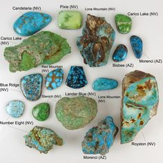 Here's a fun turquoise chart showing both rough stone and cut and polished cabochons. The turquoise mines are listed next to each stone. It's so fascinating to see the variety of colors that can be produced by different turquoise mines in the Southwest! Crystal Healing Stones, Stones And Crystals, Gem Stones, Quartz Crystal, Diy Schmuck, Schmuck Design, Minerals And Gemstones, Rocks And Minerals, Turquoise Stone