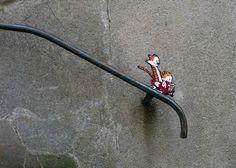 Le Street Art doit il être vraiment visible pour exister ? Creads vous donne quelques éléments de réponses avec l'artiste Oakoak.