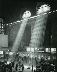 Brassai - 1957 Grand Central Station, New York . I LOVE this series of images! Photo D Art, Foto Art, Vintage Photography, Street Photography, Night Photography, Dramatic Photography, Classy Photography, Building Photography, Photographie New York