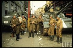 Soviet soldiers in 1968 occupation of Czechoslovakia. Notice how the uniform didn't change 23 years later after the end of Prague Spring, Prague Photos, Ww2 Uniforms, Soviet Army, Military Pictures, Cold War, Eastern Europe, Troops, Soldiers