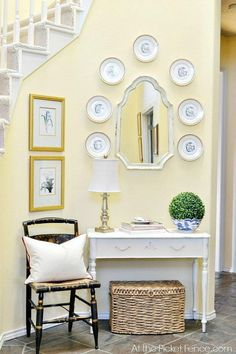 Stunning Interior paint colors browns,Interior paint colors selling your home and Painting tips for house interior. Yellow Hallway, Yellow Walls Living Room, Light Yellow Walls, Yellow Dining Room, Living Room Paint, Yellow Rooms, Yellow Painted Rooms, Living Rooms, Green Walls
