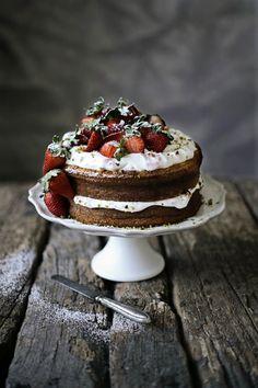 Pratos e Travessas: Pão de ló de morango # Strawberry sponge cake | Food, photography and stories