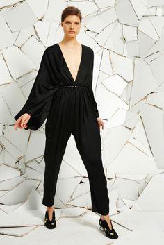 La combi-pantalon de la collection croisière 2016 de Stella McCartney noire
