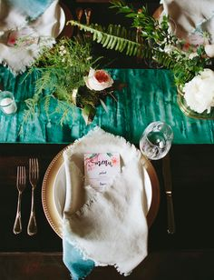 Boho place settings with dip-dyed details
