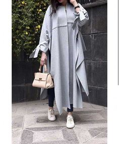 جدیدترین مدلهای مانتو پاییزی ۹۸ Street Hijab Fashion, Abaya Fashion, Muslim Fashion, Modest Fashion, Kimono Fashion, Fashion Dresses, Mode Abaya, Mode Hijab, Mode Kimono