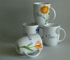Praxisbecher: Namenstasse Daria und Julia aus weißem Porzellan mit modernen Blumen