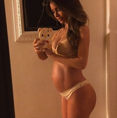 BRAVO Sarah! Sarah Stage: 9 months pregnant model stuns internet with baby bump body   Provided by Gossip Cop