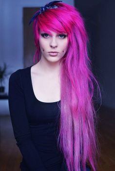 Septum and cheek piercings. The lovely pinkish/purple hair goes without saying. Septum and cheek pie Cool Short Hairstyles, Pretty Hairstyles, Short Hair Styles, Pinkish Purple Hair, Long Hair Problems, Pelo Multicolor, Epic Hair, Awesome Hair, Corte Y Color