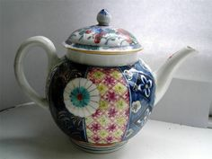 Worcester Dr Wall 1st period Imari porcelain teapot Chinese faux mark mid C1700s