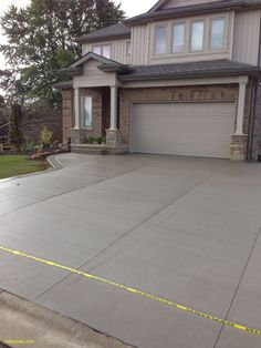 How much does a concrete driveway cost? How to measure, plan and budget a new cement drivewayHow to design a concrete driveway. Cost of measuring, setting and ideas for the best driveway to improve Concrete Patios, Cost Of Concrete Driveway, Driveway Paving, Driveway Design, Cement Patio, Driveway Landscaping, Concrete Driveways, Patio Design, Driveway Ideas