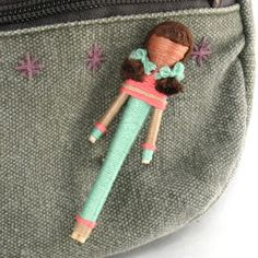 Angela Michelle Dolls - cutest toothpick worry dolls that I've ever seen! I really want to learn how to do this.I love toothpick dolls and still have mine from when I was little. Doll Crafts, Crafts To Do, Yarn Crafts, Kids Crafts, Toothpick Crafts, Yarn Dolls, Worry Dolls, Creation Deco, Nativity Crafts