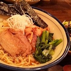 賄い飯♪ 東京醤油ラーメン(塩こうじ漬け焼豚、小松菜、蒲鉾、長葱、海苔、メンマ)、若布サラダ。 美味しゅうございました。(^-^)v - 35件のもぐもぐ - 賄い飯♪ 東京醤油ラーメン by Gauchesuzuki