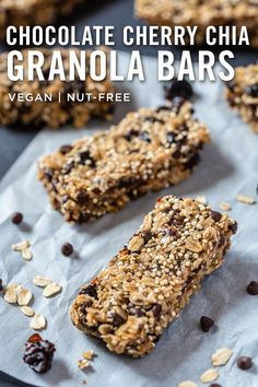 These healthy and delicious granola bars are sweet, slightly sour and SUPER GOOD. They're great as a light breakfast or afternoon snack. Only 10 ingredients and less than a half hour to make! #vegan #veganrecipe #granolabar #chia #snack #cherry #chocolate Vegan Treats, Vegan Snacks, Easy Snacks, Healthy Treats, Vegan Desserts, Vegan Food, Vegan Keto Recipes, Super Healthy Recipes, Healthy Foods To Eat
