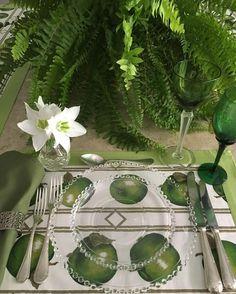 Hoje eu montei a minha mesa toda em tons de verde. #olioliteam #tablesetting #tabledecor #tablestyling #vestiramesa #mesaposta #myhome #sundaylunch #latabledegiselle