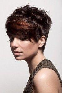 Trendy korte kapsels voor een donkere haarkleur