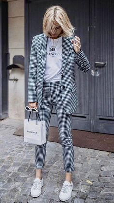 Viktoria Rader wearing Cropped Gingham Twill Pants by Tibi # women# femme# pantalon femme # pantalon classique femme # costume femme. Mode Outfits, Office Outfits, Casual Outfits, Fashion Outfits, Fashion Trends, Sweater Outfits, Office Attire, Office Wear, Dress Outfits