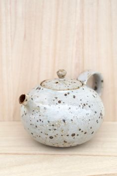 Clear Glazed Elegant Teapot.  Mayumi yamashita  Clear Glazed Finish   'Kohiki' means 'white slip ware' in Japanese.  Black mica is mixed into the red clay to create the 'speckled' effect.