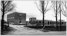(Foto op verzoek) Verpleeghuis in aanbouw.Foto 26 april 1973