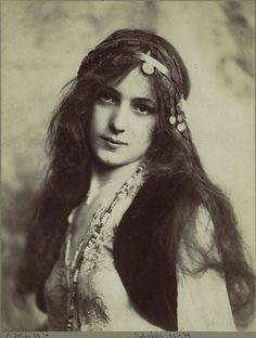 Vintage Bohemian Girl Photography - Evelyn Nesbit