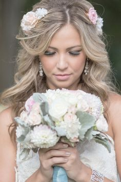 romantic wedding looks http://www.weddingchicks.com/2013/12/03/carousel-wedding-ideas/