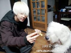 140304 JJCC's twitter update (E.CO): 이코 with 바우♥ 바우랑 이코랑 사이좋은 친구(?)