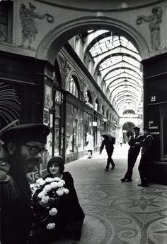 Robert Doisneau - Paris : pathways & galleries // Galerie Vivienne 1976