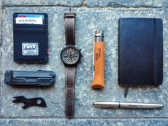 Everyday Carry is EDC Submitted by Jonas Herschel Raven Wallet Leatherman Rebar Black Gerber Shard Timex Expedition Opinel No. 9 Carbone Stainless Steel Sharpie Pen Moleskine Pocket Notebook Squared I am a student and aspiring musician Edc Tactical, Tactical Knife, Everyday Carry Items, Timex Expedition, Belt Holder, Edc Tools, Survival Tools, Sharpie Pens, What In My Bag
