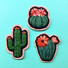 Little family of cactus patches ~ #embroidery #handembroidery #modernembroidery #cactus #cacti #cactuslove #patch #brooch #stitch #felt #nakis #bordado #broderie #colorful #happy #friday #creamente #fiberart #textileart