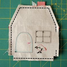 Door Weight House Step by Step with Mold - Crafts For .- Casinha Peso de Porta Passo a Passo com Molde – Artesanato Passo a Passo! Door Weight House Step by Step with Mold More - Sewing Hacks, Sewing Tutorials, Sewing Crafts, Sewing Projects, Sewing Patterns, Ornament Drawing, Ornament Tutorial, House Ornaments, Needle Book