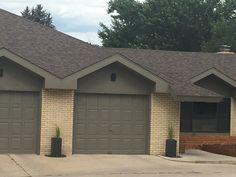 Ranch Exterior, Exterior Siding, Exterior Remodel, Yellow Brick Houses, Brick Ranch Houses, Exterior Paint Colors For House, Exterior Colors, Exterior Design, Brick Siding
