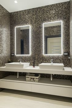 illuminated bathroom mirror ideas to reflect your style 53 47 Washroom Design, Bathroom Design Luxury, Dream Bathrooms, Small Bathroom, Home Room Design, House Design, Wc Design, Modern House Plans, Bathroom Renovations