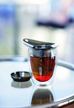 Bodum's modern and beautiful tea set includes the YoYo strainer, a 12-ounce Pavina double-wall glass, and a lid.