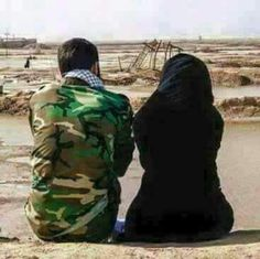 Army Couple Pictures, Independence Day Wallpaper, Army Pics, Iraqi People, Muslim Couple Photography, Pakistan Armed Forces, Anime Muslim, Army Girlfriend, Pakistan Army