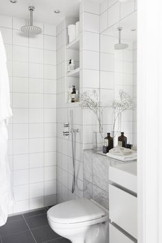 The Sleek and Stylish Wet Rooms for a Trendy Look! Bad Inspiration, Bathroom Inspiration, Small Wet Room, Boho Deco, Tiny Bathrooms, Bathroom Trends, Bathroom Designs, Wet Rooms, Simple Bathroom
