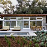 Architecture, Backyard Pool Rustic Modern House Design With Garden And Outdoor Lounge Chairs Umbrella Cover Wooden Dining Table With Chairs Plus BBQ Kitchen Ideas ~ Atherton Residence Located in California Home Modern, Modern House Design, Rustic Modern, Nachhaltiges Design, Design Ideas, Loft Stil, Moderne Pools, Natural Pond, Natural Light