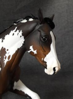 ranch mare resin by morgen kilbourne, painted by anja franke artworks to a bay overo horse resin modelhorses gallery - anja-franke-artworkss Webseite!