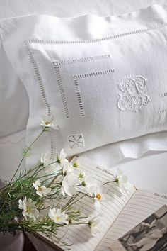 white monogrammed linens, with the added touch of fresh pretty daisies.....